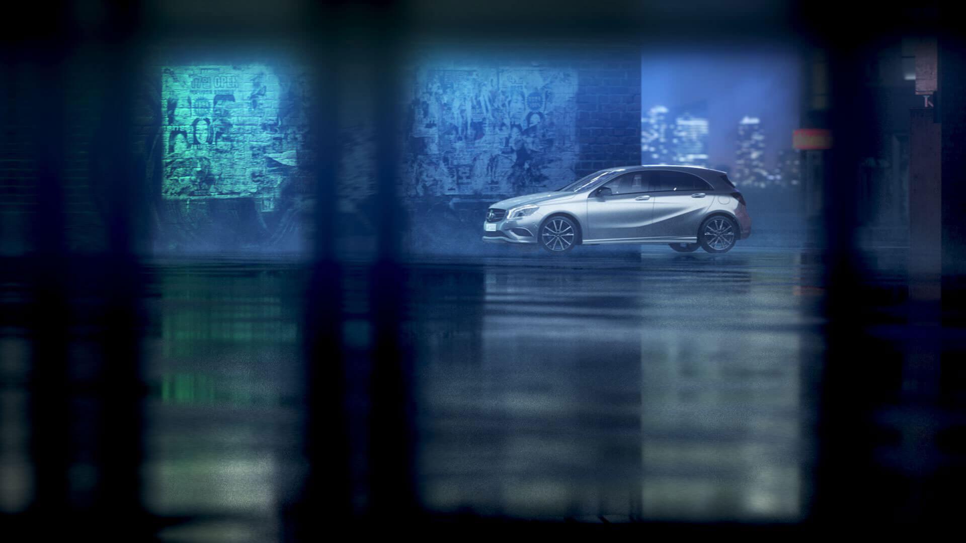 Der 3D-animierte Trailer und die Augmented Reality App von Mercedes Benz stellt das Zubehör vor.