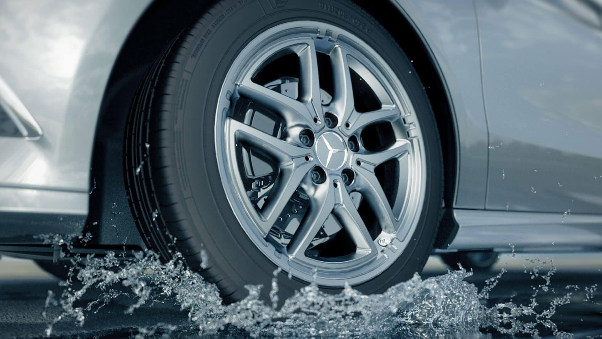 Der 3D animierte Trailer von Mercedes Benz rückt das Zubehör in den Vordergrund.