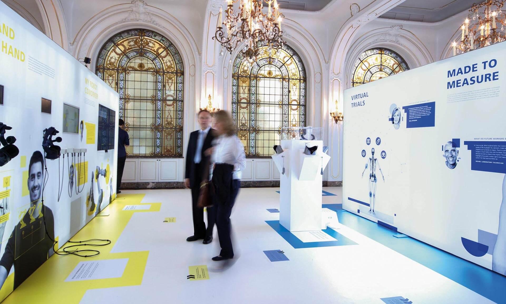 """Das Fraunhofer Institut beauftragte viele renommierte Unternehmen mit der Umsetzung der Messe """"Zukunftsarbeit"""" – unter anderem POLYCHROM aus Stuttgart."""