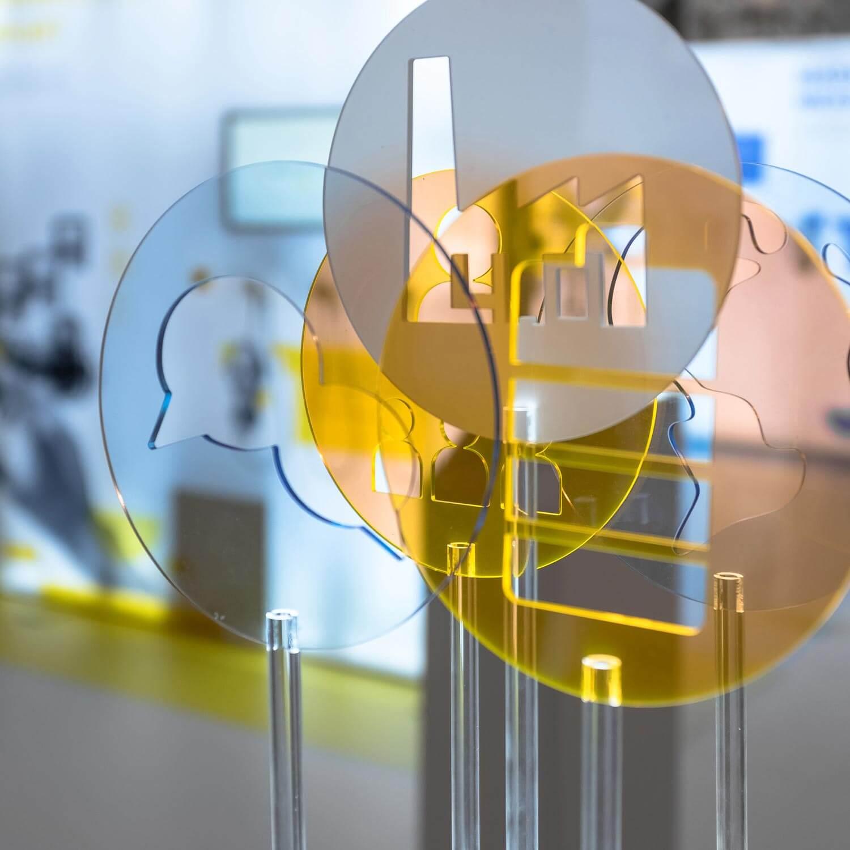 """Augmented Reality mit der Unterstützung von POLYCHROM aus Stuttgart: Erleben Sie die Ausstellung """"Zukunftsarbeit""""."""