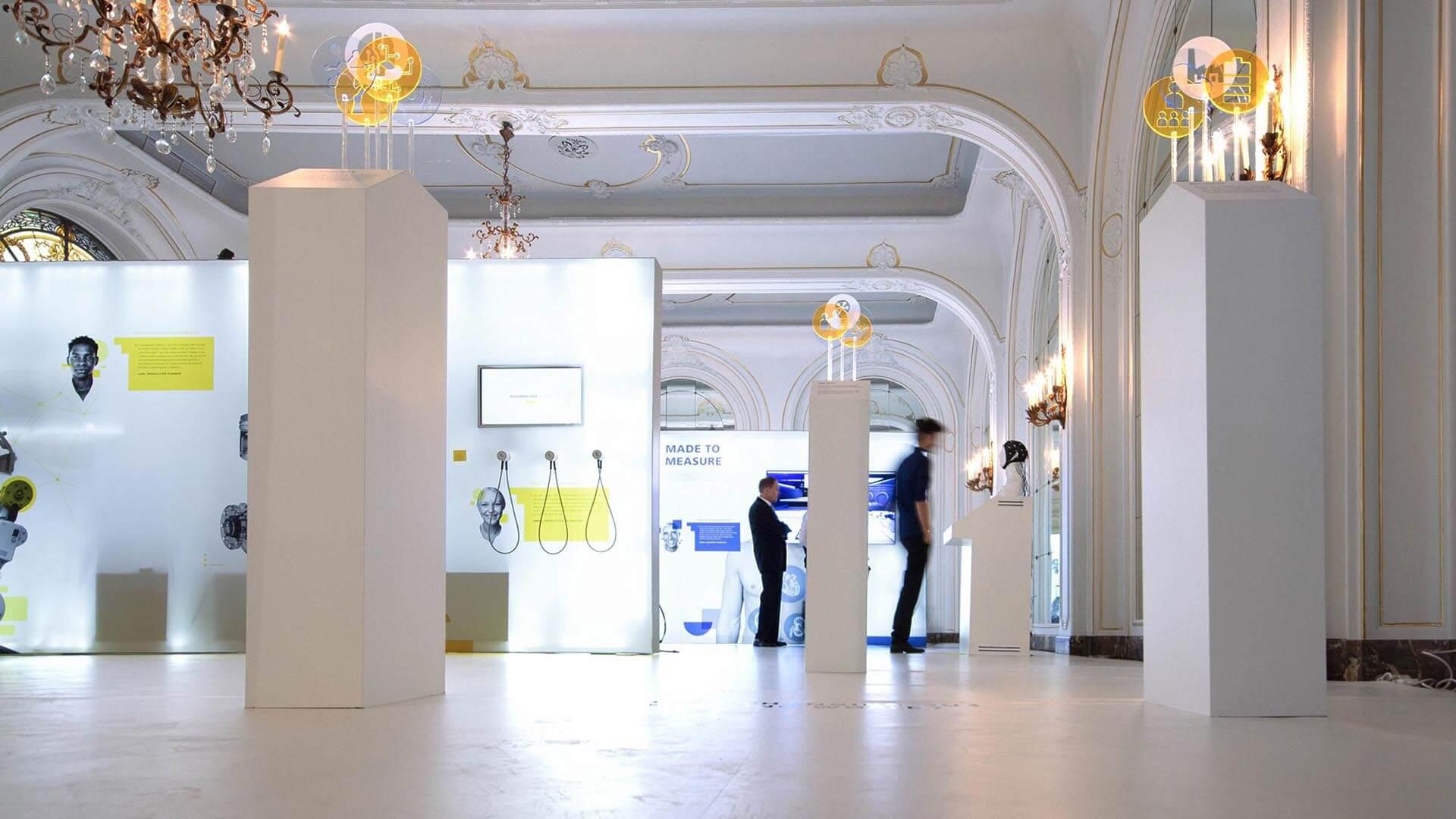 Die Messe des Fraunhofer Instituts zeigt es: Das Arbeiten der Zukunft wird unterstützt werden von den Bereichen Virtual- und Augmented-Reality.
